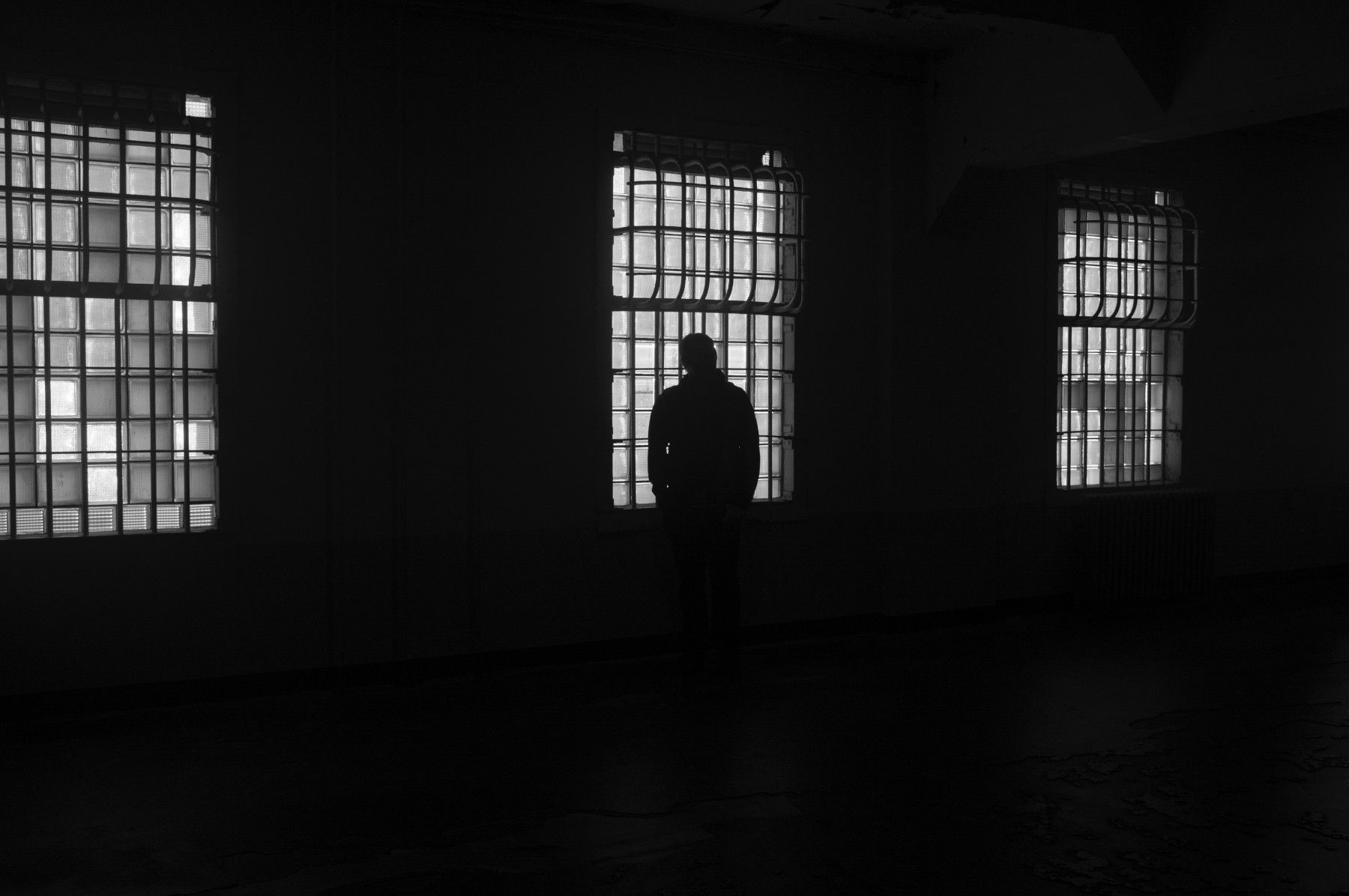 Herr Dr. M., eine Saalverhaftung und die Fluchtgefahr